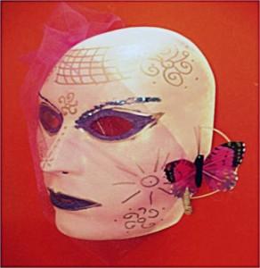 maschera realizzata da giovane con identità di genere atipica